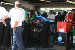 AGR working on Tony Kanaan's car
