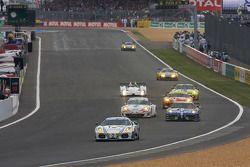 #90 Farnbacher Racing Ferrari F430 GT: Lars-Erik Nielsen, Pierre Ehret, Pierre Kaffer leads a group