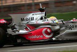 Льюис Хэмилтон, McLaren Mercedes тестирует новую форму кожуха двигателя