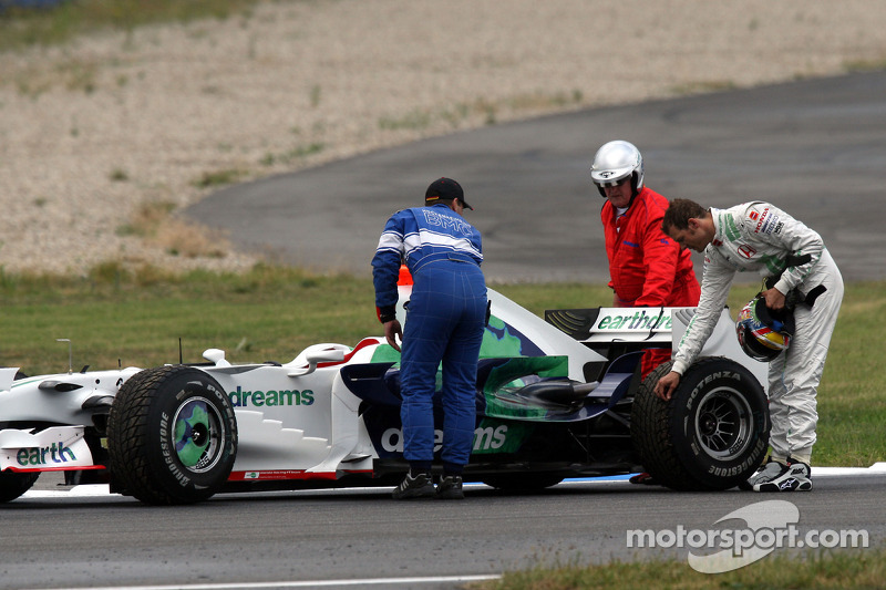 Alexander Wurz, Test Driver, Honda Racing F1 Team stopped on