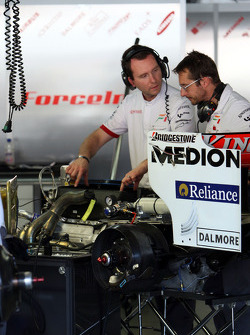 Engine repairs at the car of Adrian Sutil, Force India F1 Team