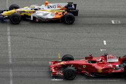 Start practice on the start-finish line: Kimi Raikkonen, Scuderia Ferrari and Fernando Alonso, Renault F1 Team