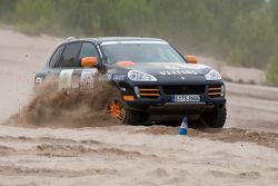 #16 Team Germany 2 Porsche Cayenne S Transsyberia: Carles Celma et Wolf-Hendrik Unger