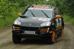 #17 Team France Porsche Cayenne S Transsyberia: Christian Lavieille et François Borsotto