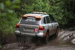 #14 Porsche Cars North America - Team Canada Porsche Cayenne S Transsyberia: Kees Nierop et Laurance Yap