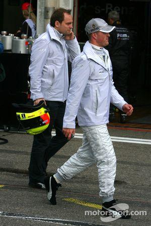 Ralf Schumacher, Mücke Motorsport AMG Mercedes, walking away after a bad qualifying performance