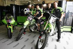 Anthony West takes delivery of his personalised Kawasaki KX250F from Ronny Schnepf of Motorrad Höly