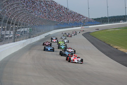 Start: Helio Castroneves leads Danica Patrick