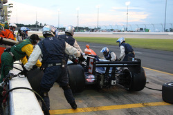 Pit stop for Oriol Servia