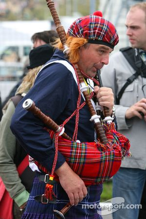 Bag pipe player on the grid