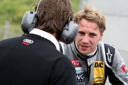 Christijan Albers, TME, Audi A4 DTM talking to his race-engineer