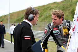 Christijan Albers, TME, Audi A4 DTM talking to his race engineer