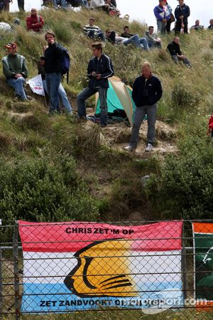 Fan signs and flags for local driver Christijan Albers, TME, Audi A4 DTM