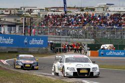 Tom Kristensen, Audi Sport Team Abt, Audi A4 DTM leads Martin Tomczyk, Audi Sport Team Abt Sportsline, Audi A4 DTM