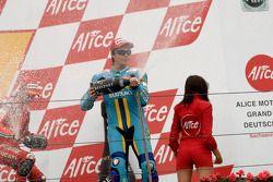 Podium: champagne pourr Casey Stoner et Valentino Rossi