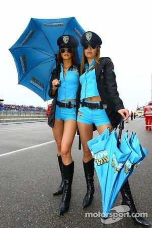 The charming Rizla+ Suzuki girls