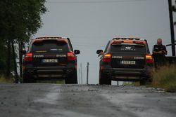 #15 Colombian Arrow Porsche Cayenne S Transsyberia: Christian Pfeil-Schneider et Tommy Steuer ; #29 Team Hock Racing 2 Porsche Cayenne S Transsyberia: Lars Kern et Daniel van Kan