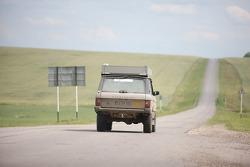 #32 set-in-motion-racing Land Rover Defender 110: Oliver Naske and Robin Parkinson