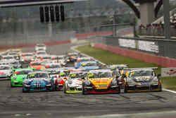Azione di gara nella Carrera Cup Asia 2015