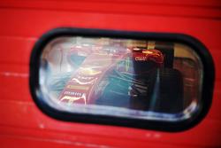 El Ferrari F150 de Kimi Raikkonen en los boxes