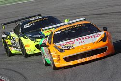#180 Kessel Racing Ferrari 458 Italia : Gautam Singhania devant #181 Ineco - MP Racing Ferrari 458 : Erich Prinoth