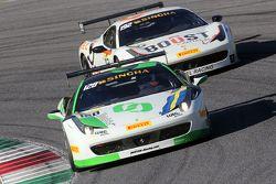 #128 Lueg Sportivo Ferrari 458 : Christian Kinch devant #192 Kessel Racing Ferrari 458 : Jaques Duyver