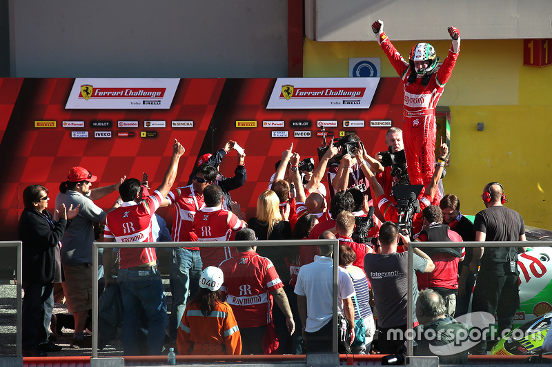 #180 Kessel Racing Ferrari 458 Italia: Gautam Singhania