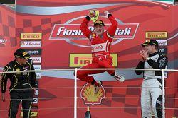 Гонка 1 Shell, подиум: первое место - #180 Kessel Racing Ferrari 458 Italia: Гаутам Сингания, второе