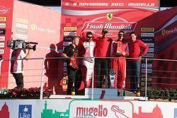 Carrera 1 Pirelli. Primer puesto #55 Scuderia Autoropa Ferrari 458: