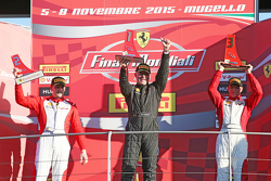Podium Pirelli AM: winnaar #27 Rossocorsa Pellin Racing Ferrari 458: Alessandro Vezzoni, tweede #92