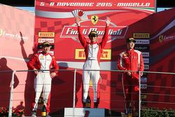 APAC Shell podio: primer lugar #525 Rosso Scuderia Ferrari 458 KK Tadakazu Kojima