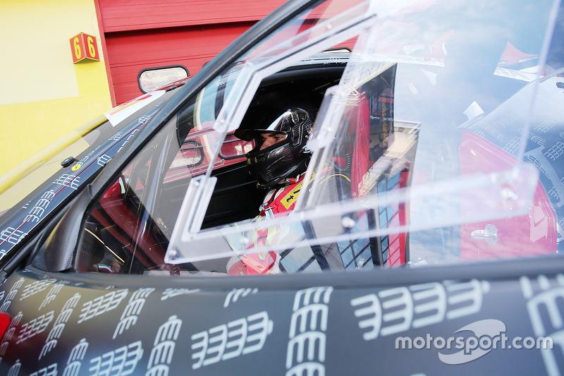 #283 The Collection Ferrari 458: Gregory Romanelli nella pit lane