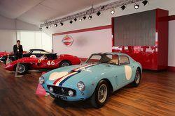 Une exposition de Ferrari d'époque