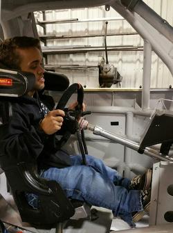 Rico Abreu es monta un auto de NASCAR