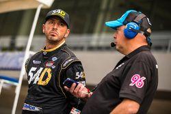 Jorge Goeters, GRT 54D con un miembro de su equipo en pits