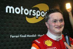 #180 Kessel Racing Ferrari 458 Italia, Gautam Singhania con la stampa