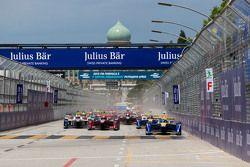 Start: Sébastien Buemi, Renault e.Dams leads