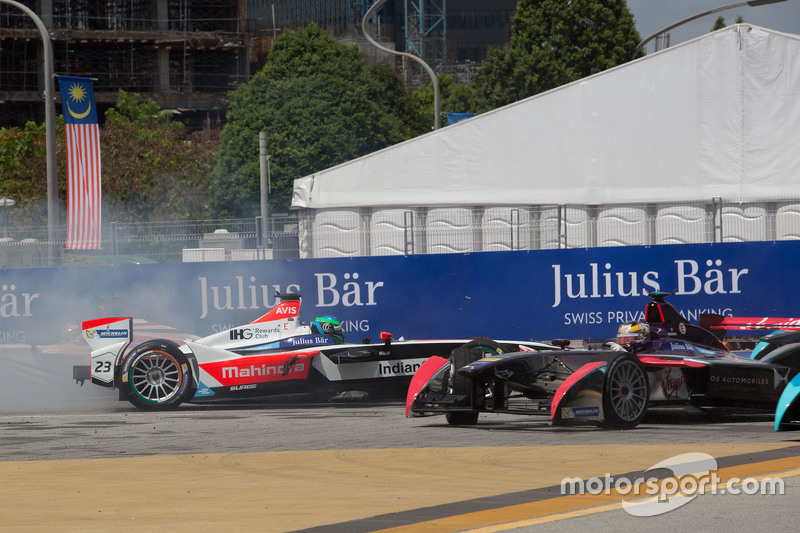 Formule E - Nick Heidfeld, Mahindra Racing et Jean-Eric Vergne, DS Virgin Racing Formula E Team se touchent au premier virage