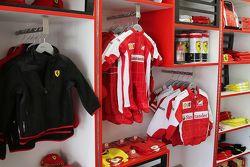 Tute da corse nel Ferrari Store