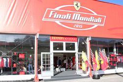 L'ingresso del Ferrari Store