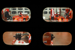 Dos Ferrari F1 Clienti en boxes