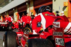 Ferrari F1 Clienti, les préparatifs dans les stands