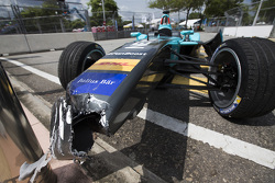 La voiture accidentée d'Oliver Turvey, NEXTEV TCR Formula E Team
