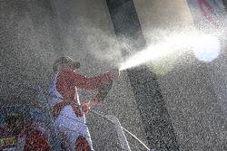 #55 Scuderia Autoropa Ferrari 458: Babalus festeggia sul podio