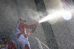 #55 Scuderia Autoropa Ferrari 458: Babalus, feiert auf dem Podium