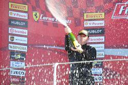 Подиум гонки 2 Pirelli EU второе место #27 Rossocorsa - Pellin Racing Алессандро Веццони