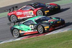 #46 Octane 126 Ferrari 458: Макс Бланкарди борется с #27 Rossocorsa - Pellin Racing Алессандро Веццо