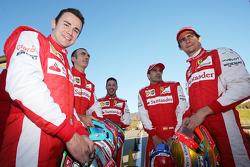 (Izq aDer): Davide Rigon, AF Corse, Andrea Bertolini pioto de Ferrari, Antonio Fuoco, piloto de Ferr