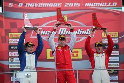 Coppa Shell NA, le podium : le vainqueur #377 Miller Motor Cars Ferrari 458 : Joe Courtney, le deuxième #377 Boardwalk Ferrari Ferari 458 : Jean-Claude Saada, et le troisième #319 Ferrari of Long Island Ferrari 458 : Chris Cagnazzi