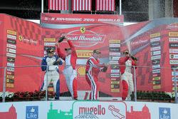 Подиум кубка Shell NA: первое место #377 Miller Motor Cars Ferrari 458: Джо Кортни, второе место #37